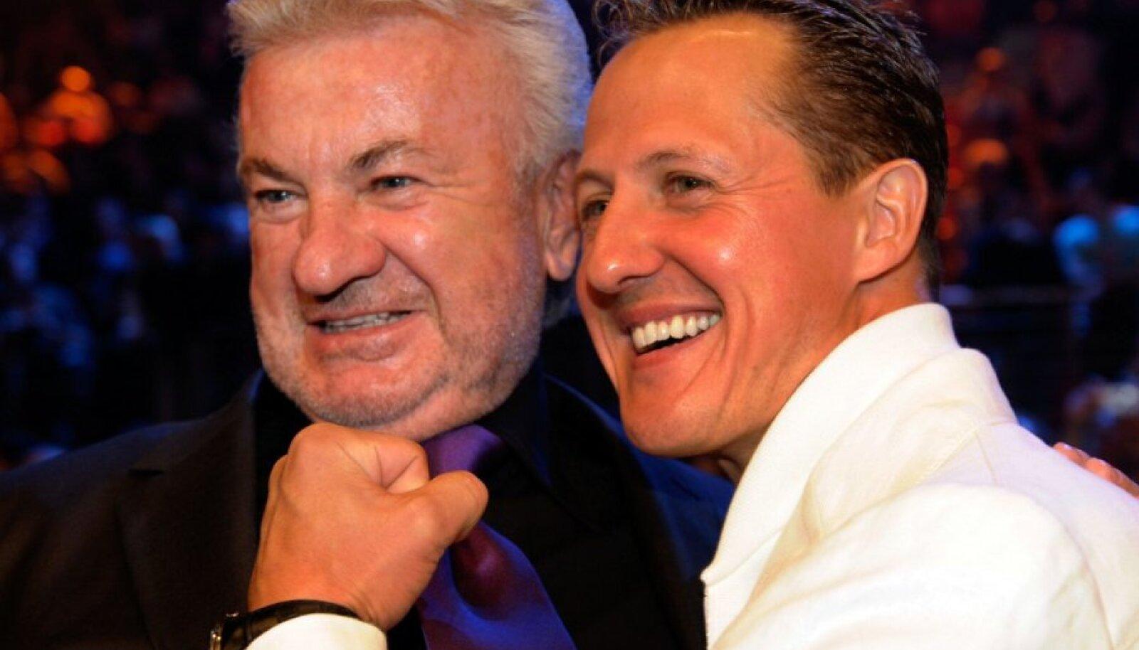 Willi Weber ja Michael Schumacher 2009. aastal Nürburgringil peetud poksi tiitlimatši vaatamas.