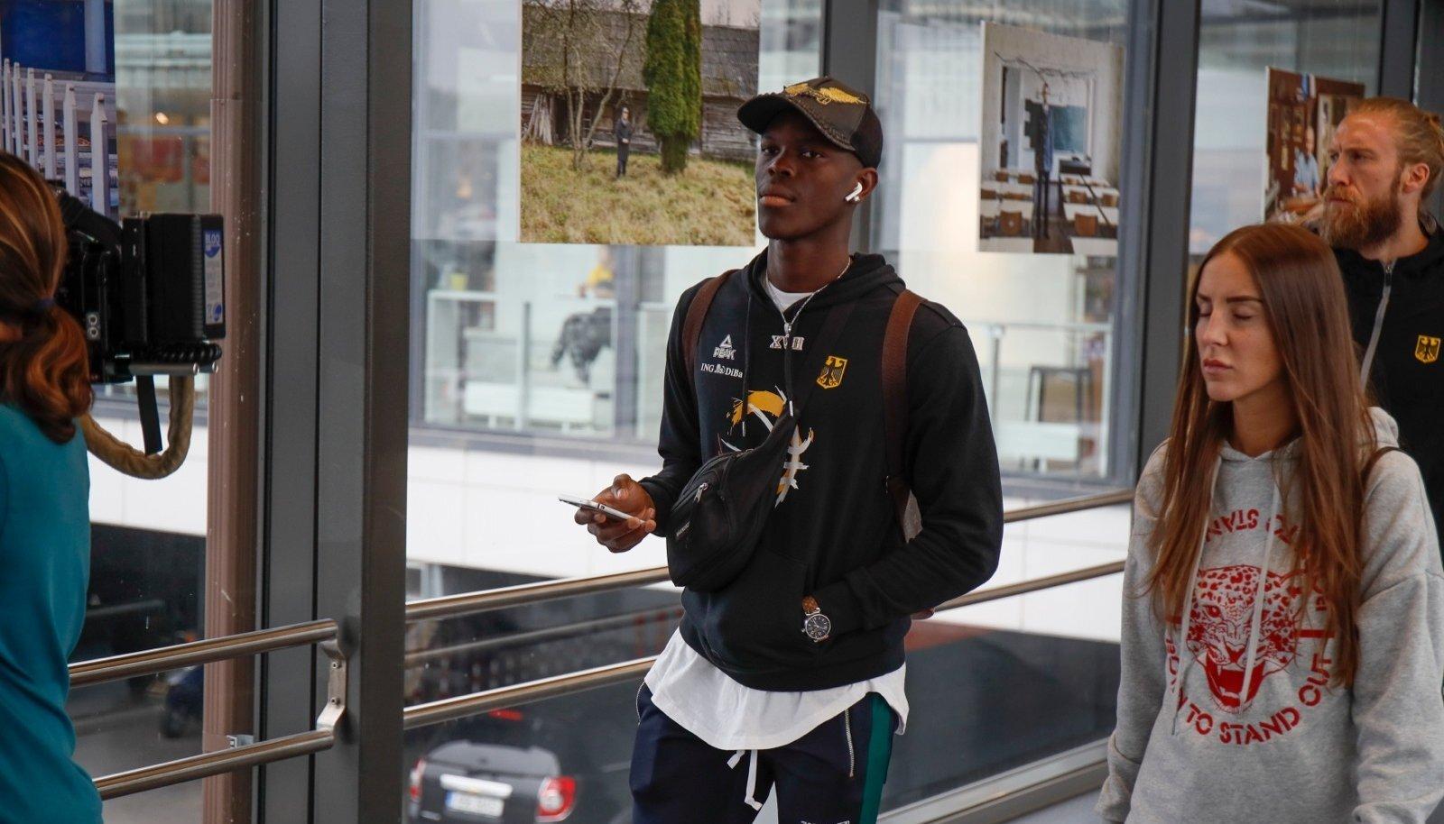 Saksa korvpallikoondis saabus Tallinna, pildil Dennis Schröder