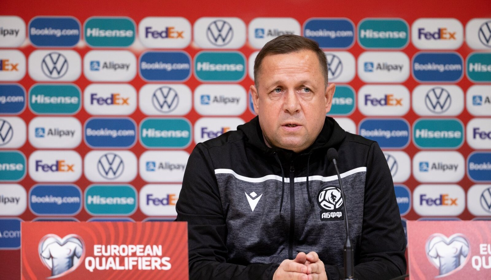 Valgevene jalgpallikoondise peatreeneri kohusetäitja Oleg Raduško.
