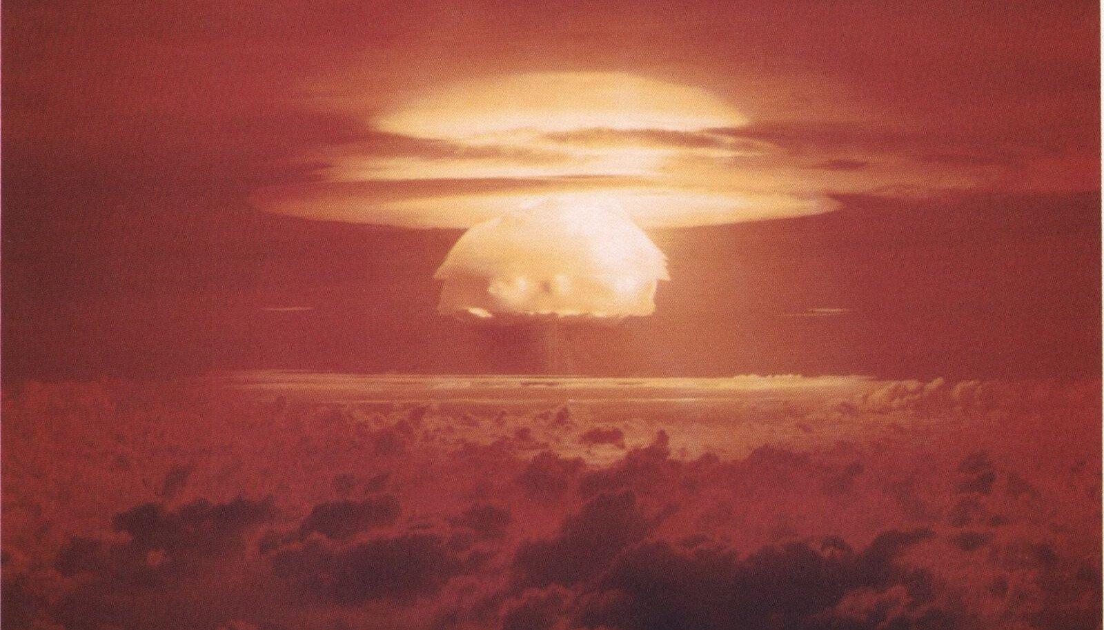 Test nimega Castle Bravo aastal 1954. Tuumaseen Bikini atolli kohal.