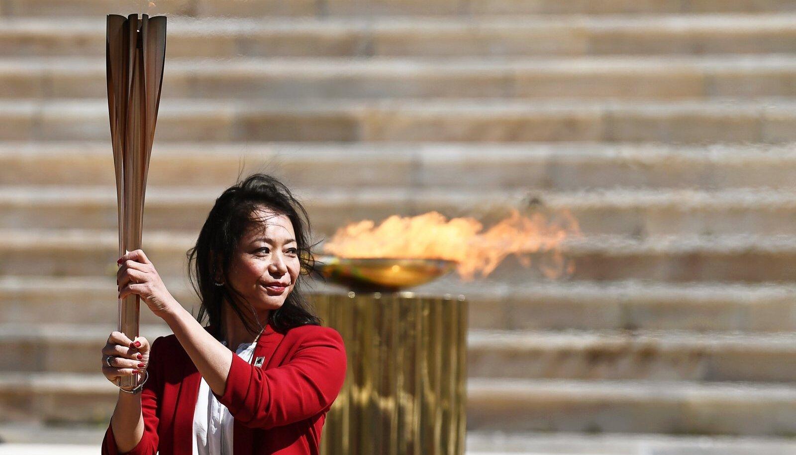 Endine ujuja Naoko Imoto osales Kreekas olümpiatule toomisesel.