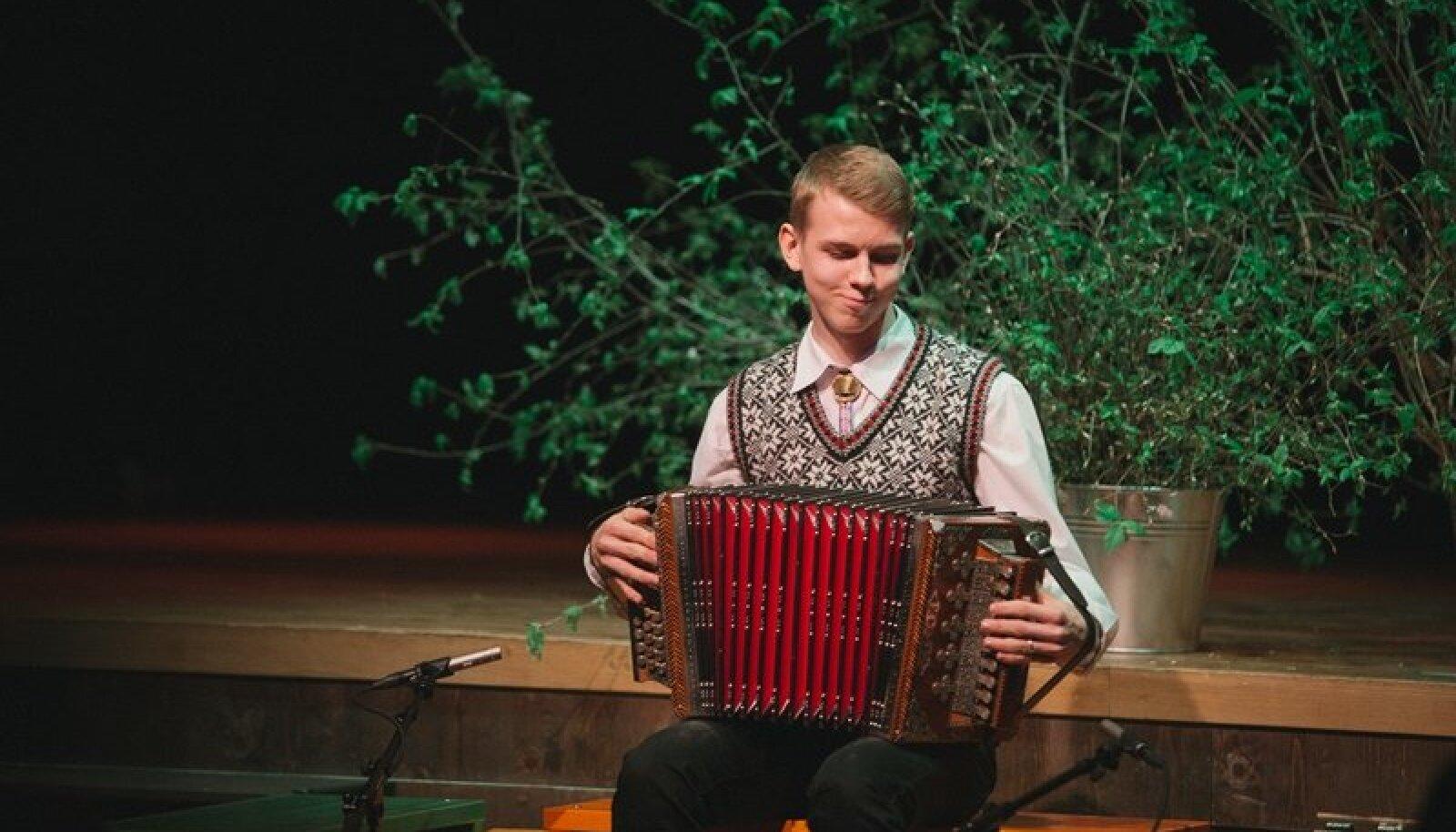 Peauhinna võitja Rasmus Kadaja.