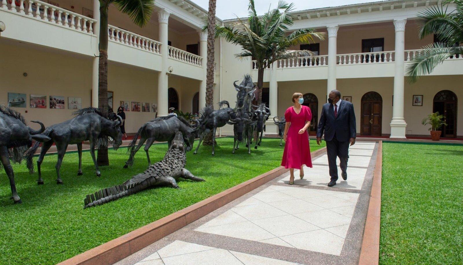 President Kersti Kaljulaid Nairobis koos Keenia riigipea Uhuru Kenyattaga.