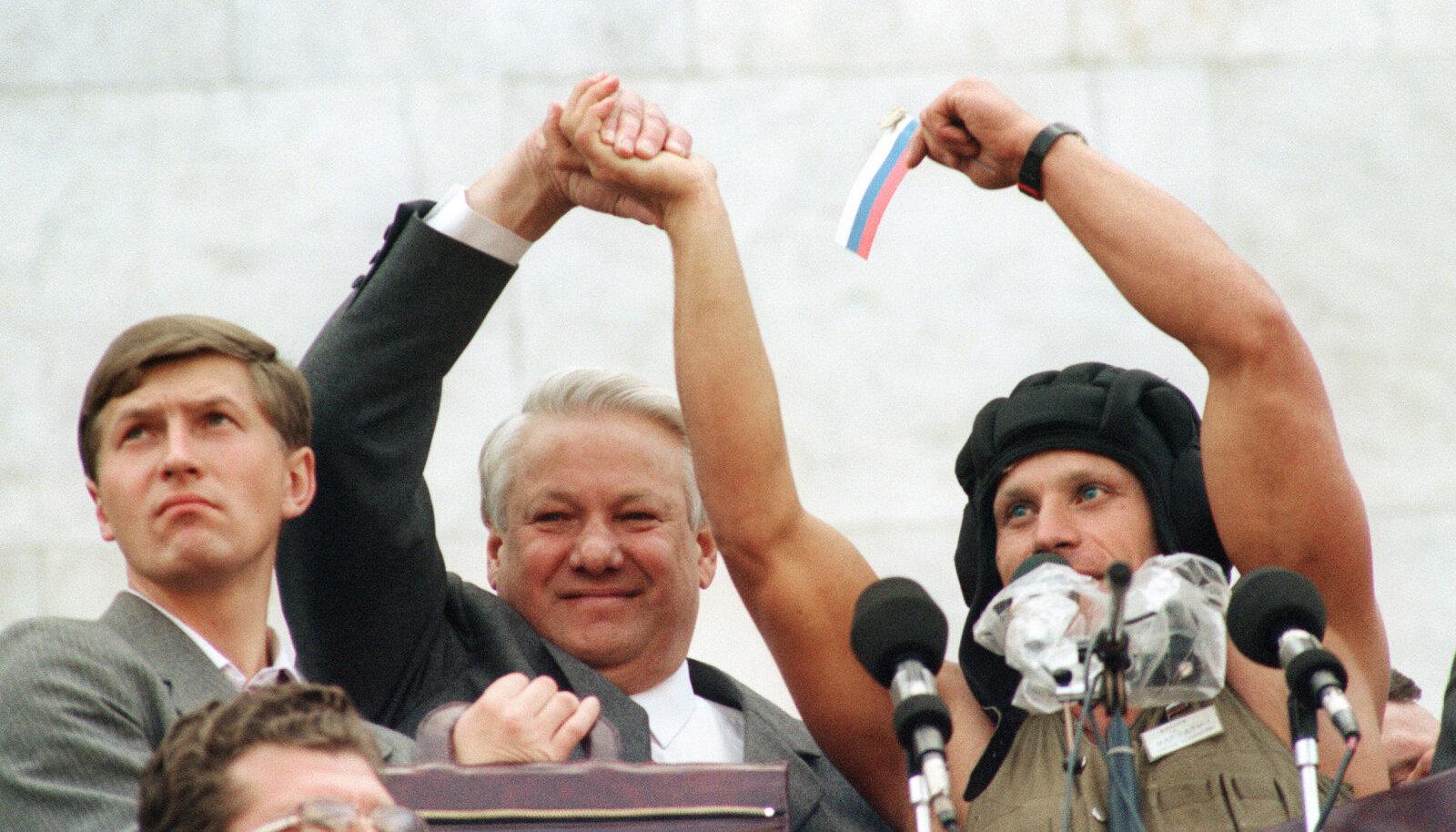 Jeltsinil õnnestus sõjaväelased ümber veenda.