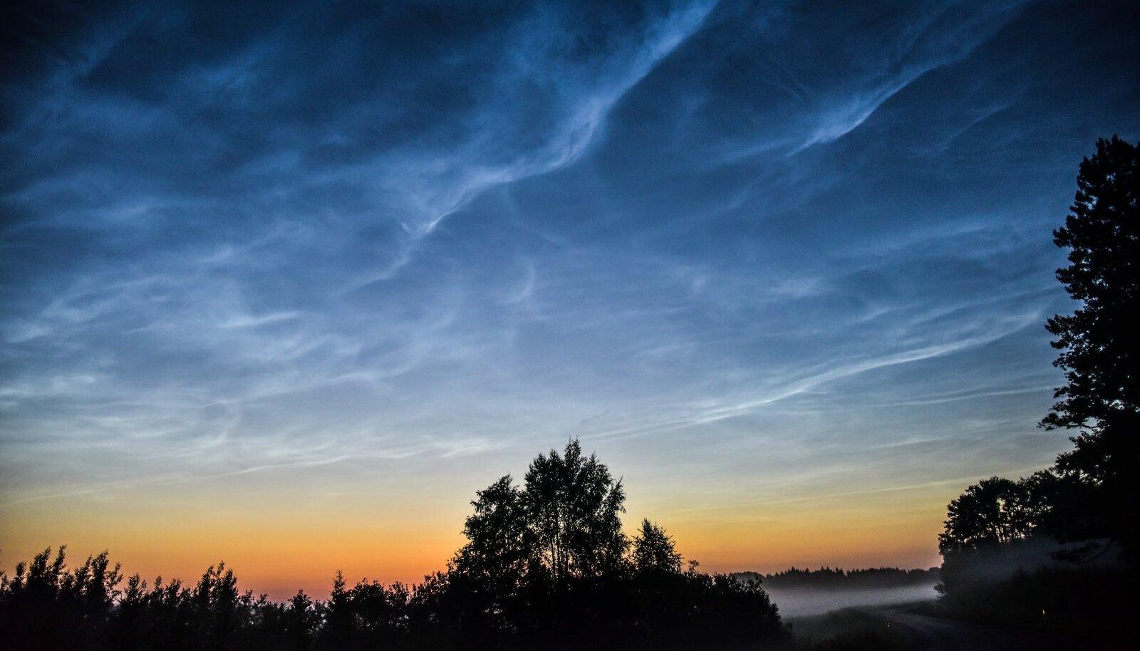 Helkivad ööpilved Viljandimaal