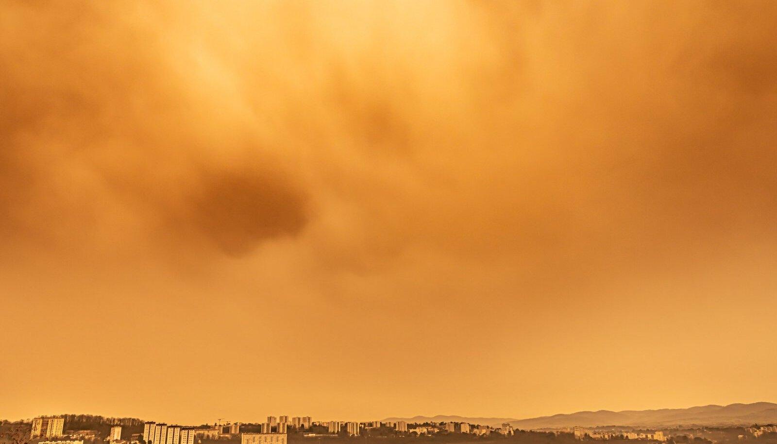 Sahara tolm. Foto on illustreeriv