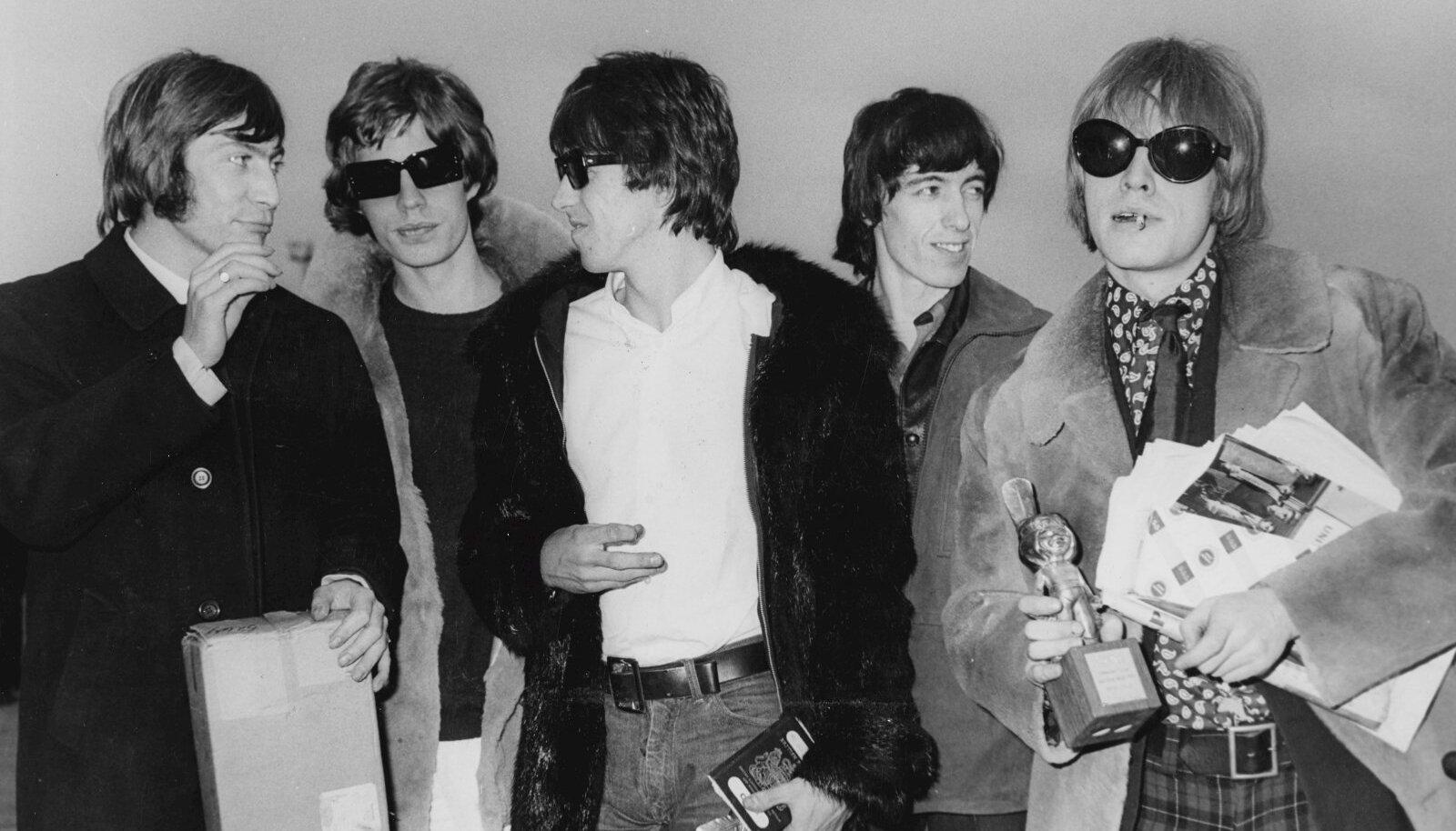 CHARLIE WATTS , MICK JAGGER , KEITH RICHARDS , BILL WYMAN and BRIAN JONES. APRILL 1966.