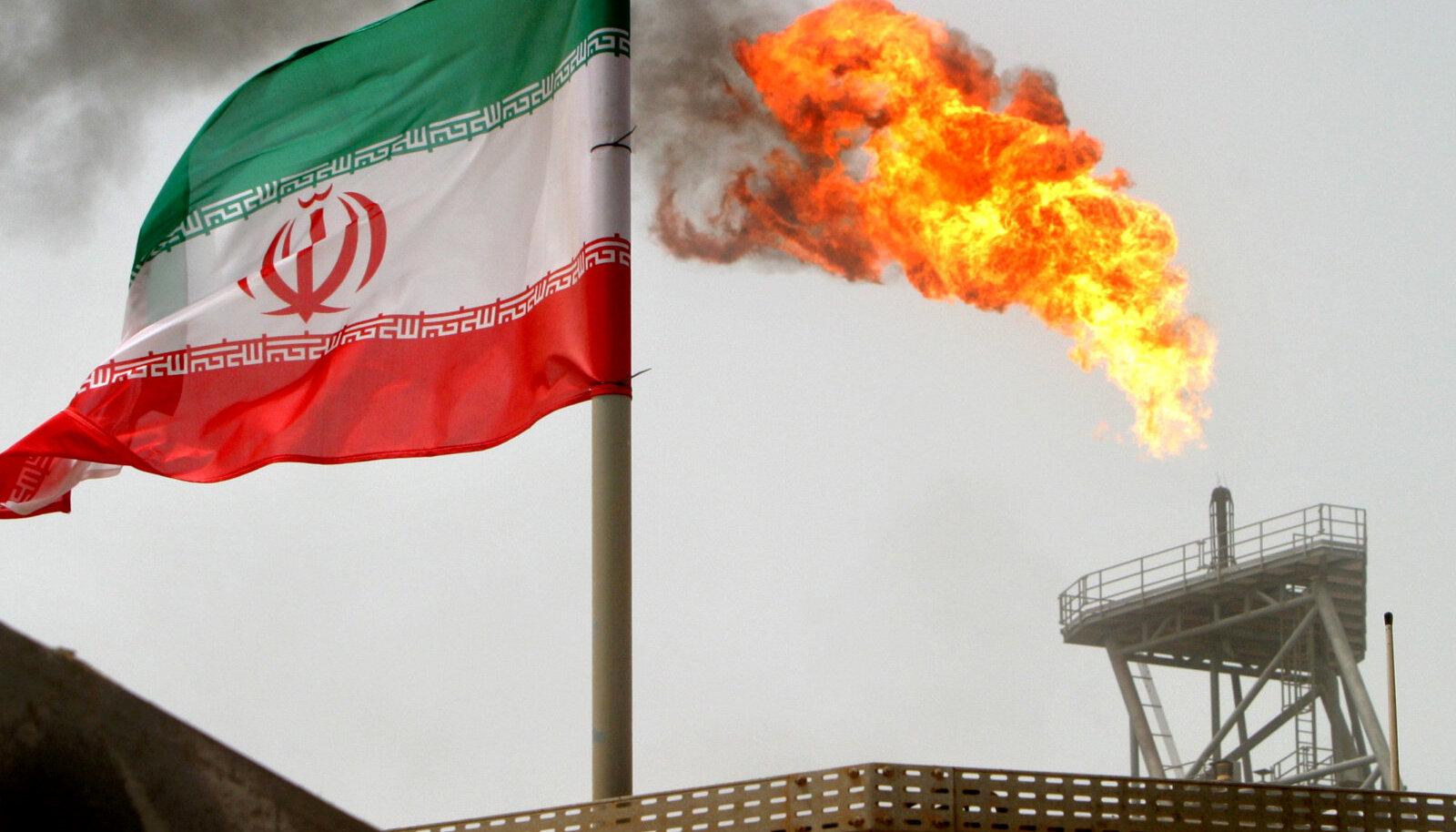 Iraani lipp Pärsia lahe naftaplatvormil.