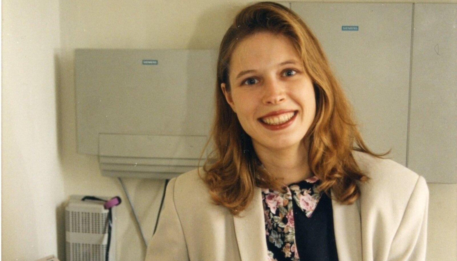 TULEVANE RIIGIPEA: Kersti Kaljulaid (toona veel Talvik) telefonikeskjaamade müügijuhina Eesti Telefonis, mis oli 90ndatel veel osaliselt riigile kuuluv monopoolne ettevõte.