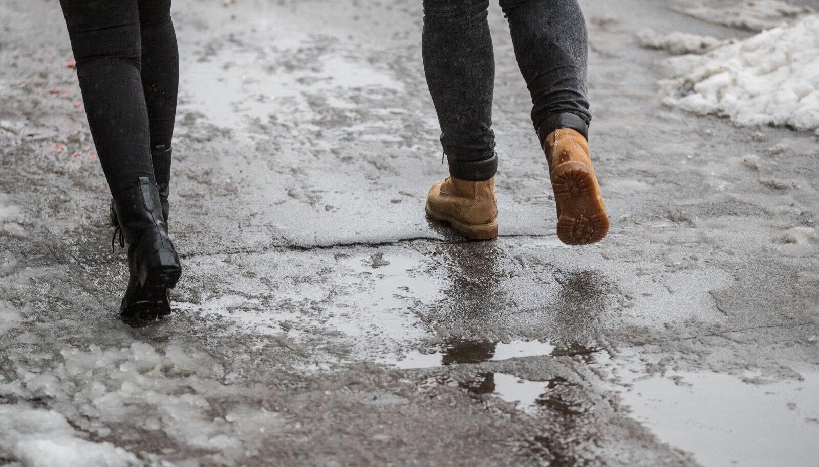 Vihma- ja lörtsisadu asendub kohati lumega.