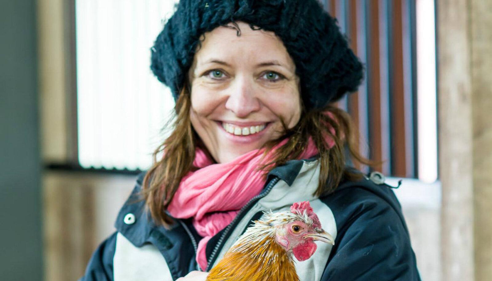 """Loomade eestkoste organisatsiooni Loomus ja raamatu """"Loomade poolt"""" autor Kadri Taperson"""