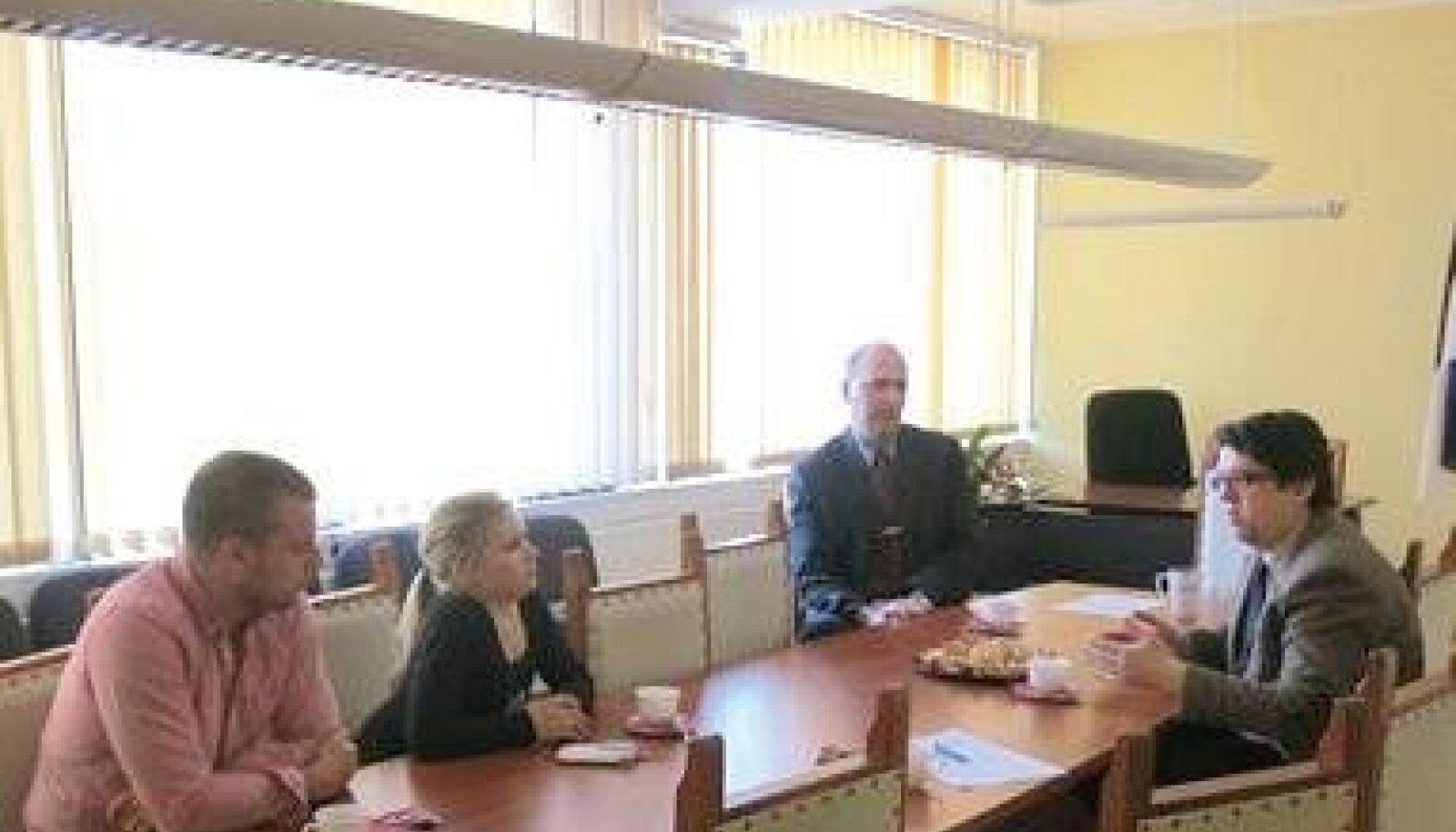 Töine arutelu Keila vallavalitsuse liikmetega. Foto: Heleri Pent
