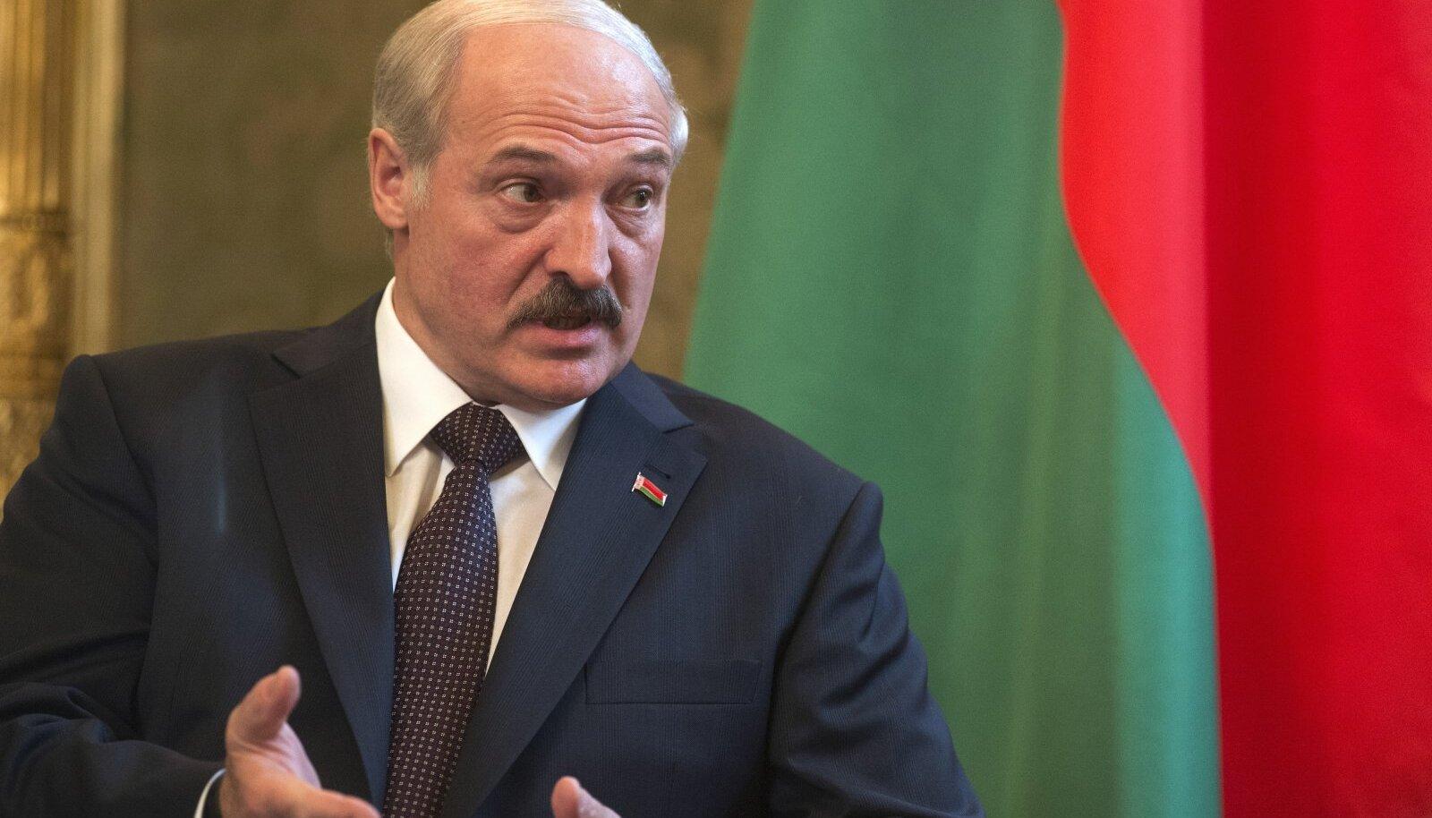 Aleksandr Lukašenko tundub olevat võõrsil populaarseim just Tallinna valgevenelastest pensionäride seas.