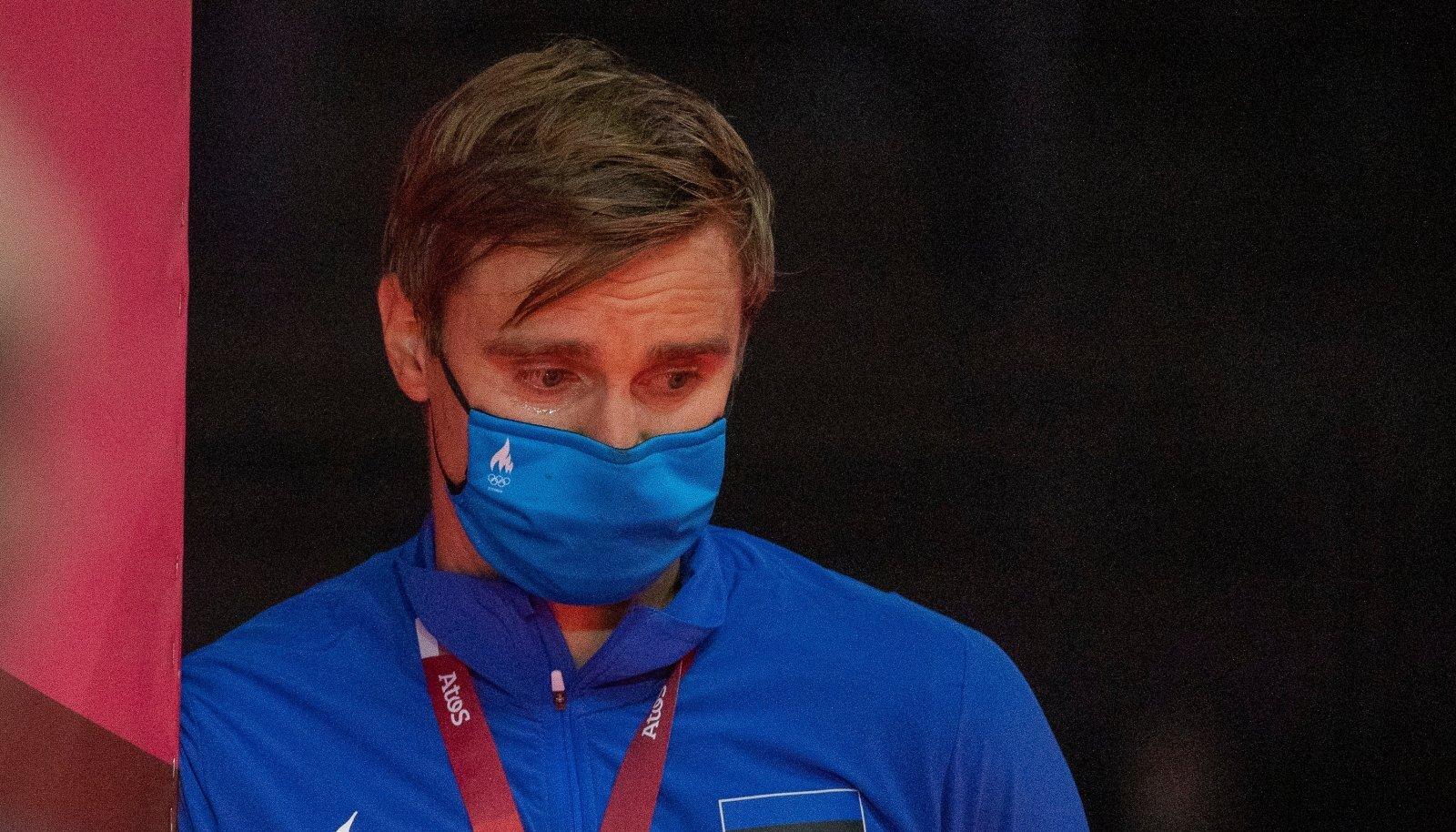 Katrina Lehise pronskmedal võttis treener Nikolai Novosjolovil õnnepisarad voolama.