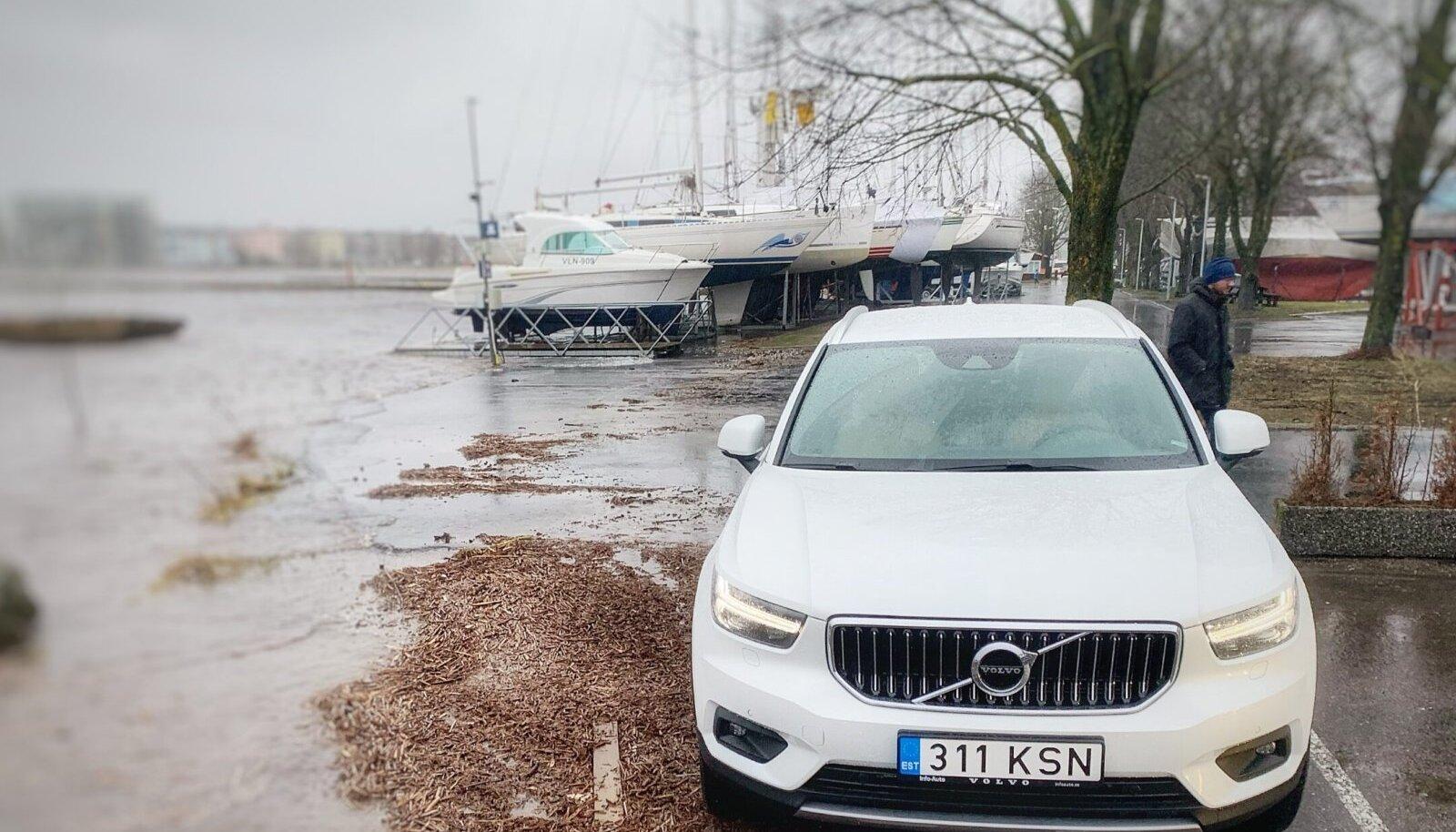 Kuigi vesi oli Pärnus eile kõrgel, jäi kriitiline piir ületamata