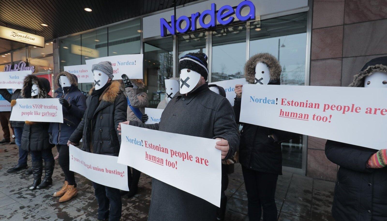 Eesti pangatöötajate pikett Nordea peakontori ees