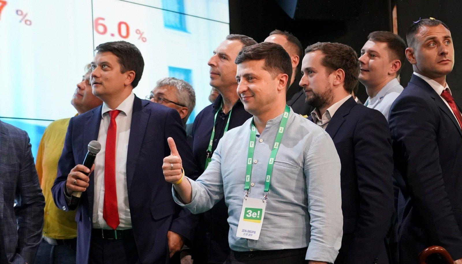Enneolematu võit Ukraina raada valimistel koondab juhtohjad Zelenskõi kätte