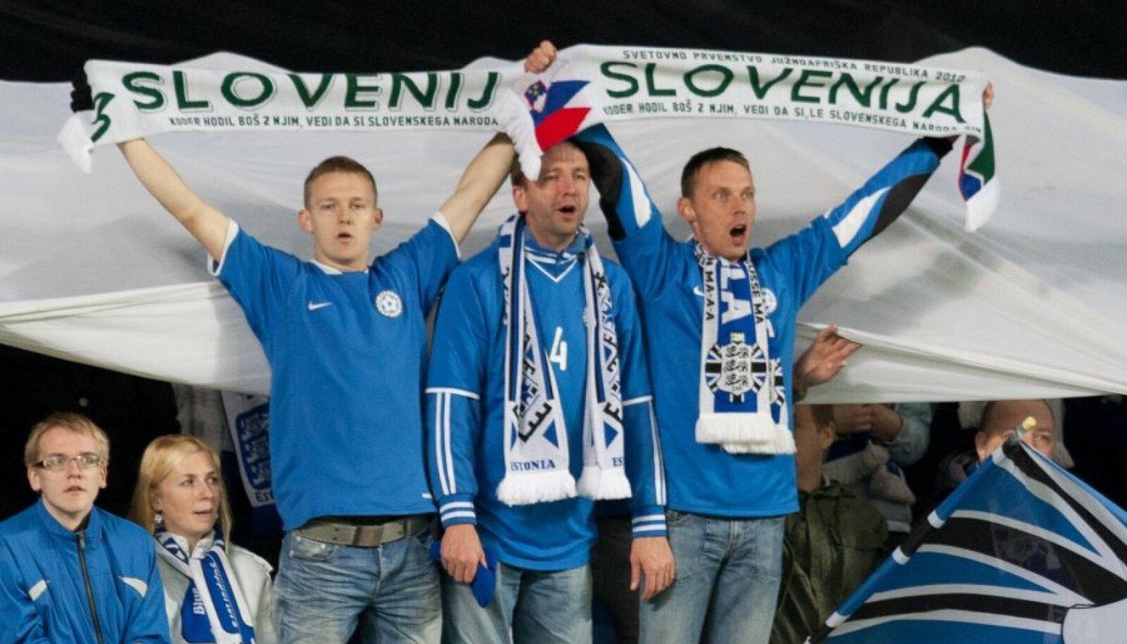 Mängivad Eesti ja Ukraina, aga fännidel on käes Sloveenia sallid.
