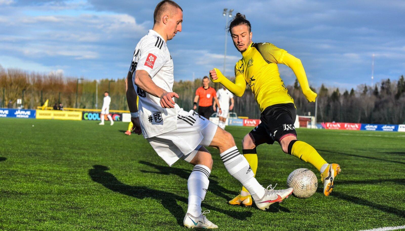 Pavel Marin (esiplaanil) lõi Nõmme Kalju avavärava.