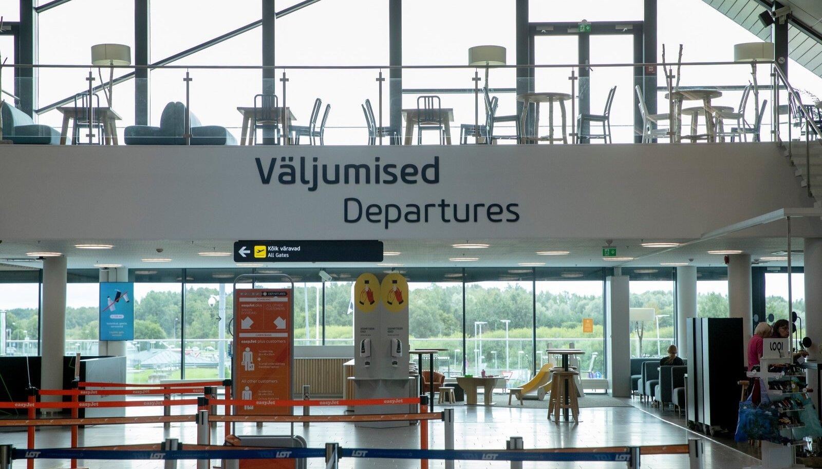 Tallinna lennujaamas valitseb praegu vaikelu, sest tühistatud on nii enamik pakettreise kui ka otselende.