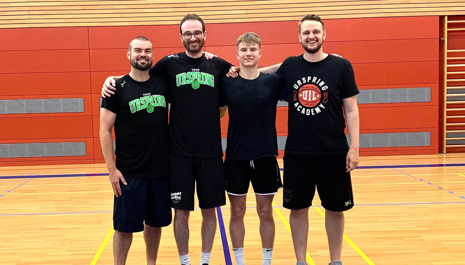 Jorke Aav (paremalt teine) Urspringi korvpalliakadeemias.