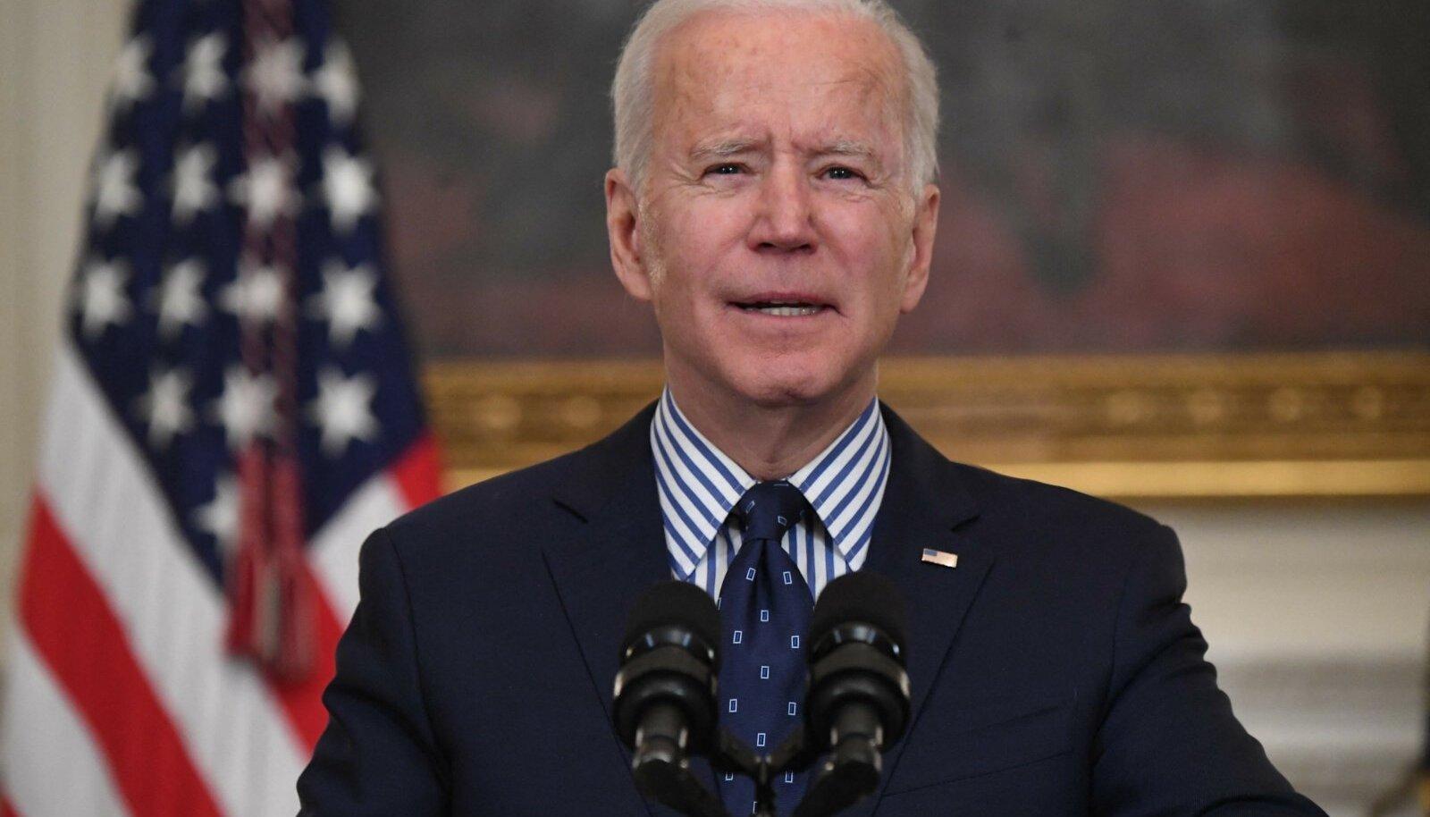 """""""Kongress on andnud Ameerika rahvale midagi käegakatsutavat,"""" kiitis Joe Biden laupäeval."""