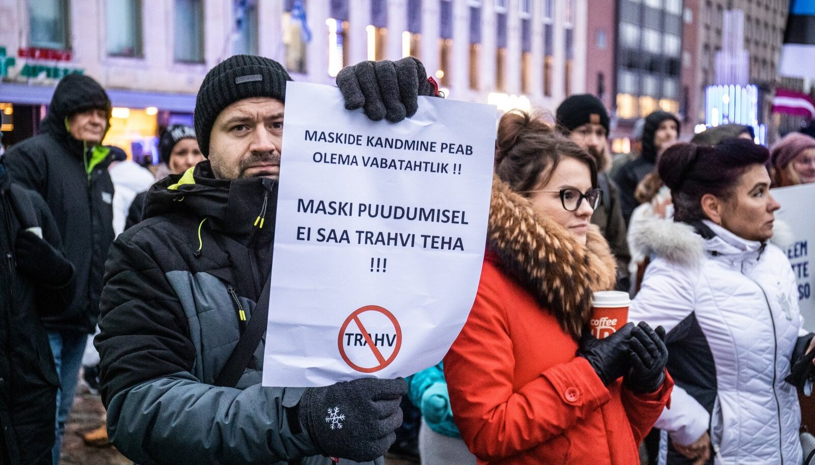 Maskivastaste meeleavaldus Vabaduse platsil novembris. Kas täna, enam kui 700 koroonasse surnu taustal on mõni neist oma meelt muutnud? Kindel igatahes see, et politsei veel niipea maski mittekandmise eest trahv teha ei saa.