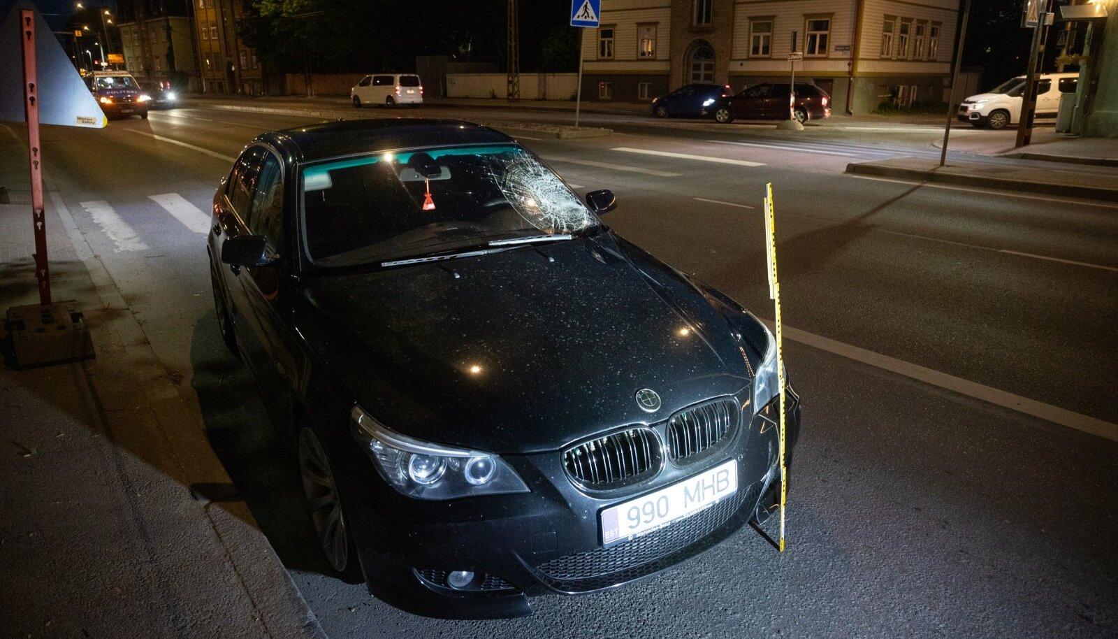 BMW juht ajas valgustatud ülekäigurajal inimese alla