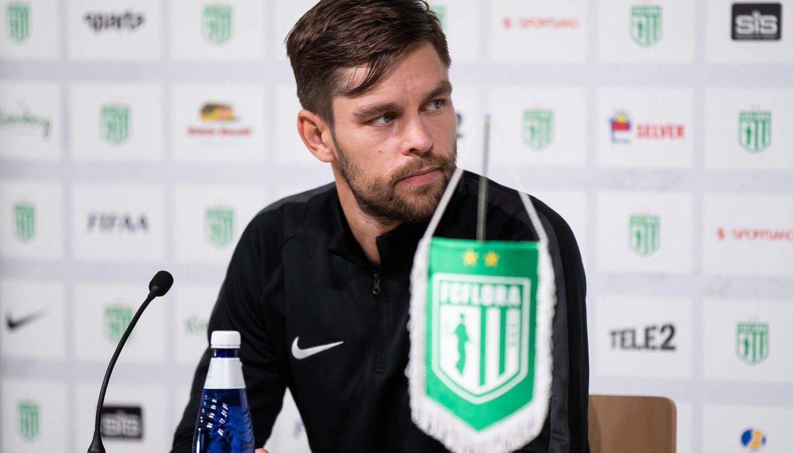 FC Flora peatreener Jürgen Henn.