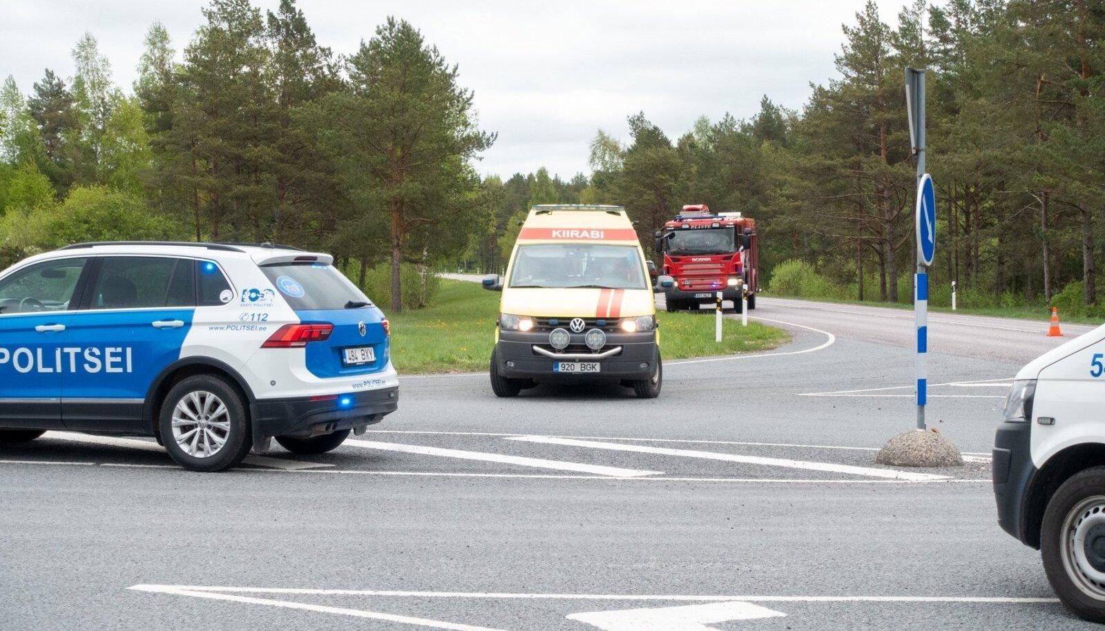 Reede õhtupoolikul põrkasid Saaremaal kokku veok ja väikebuss, milles viibis kaheksa last. Kaks noormeest viidi haiglasse.KUULA ARTIKLIT