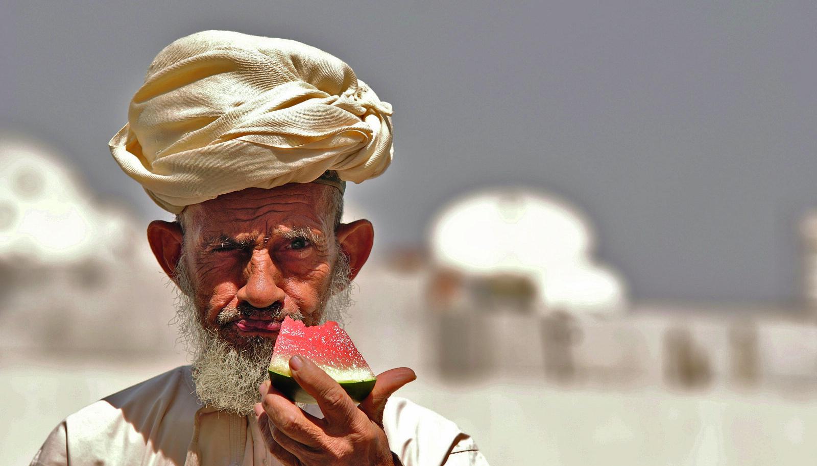 """Tulles riigist, kus vanarahva tarkus ütleb, et: """"Külalistel an- na veega kartulid ja kuparäimi, kae kas veel tuleve"""" jätab Lähis- Ida külalislahkus ja maitserik- kus paratamatult sügava mulje."""