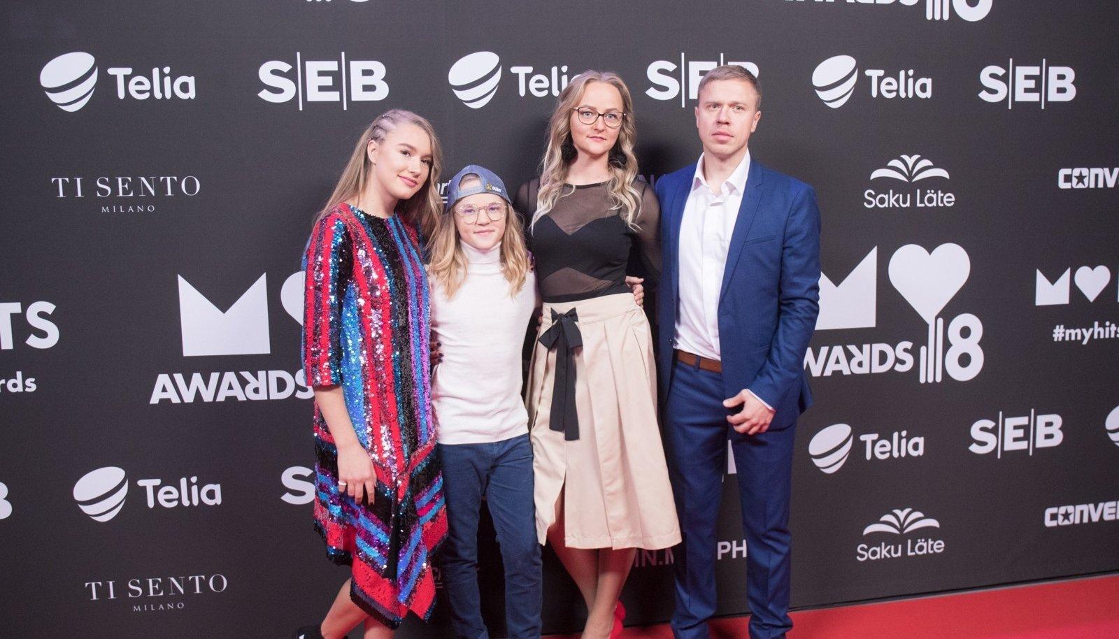 2018. aastal poseeris nüüdseks tülli pöördunud Sildarude perekond rõõmsalt koos.