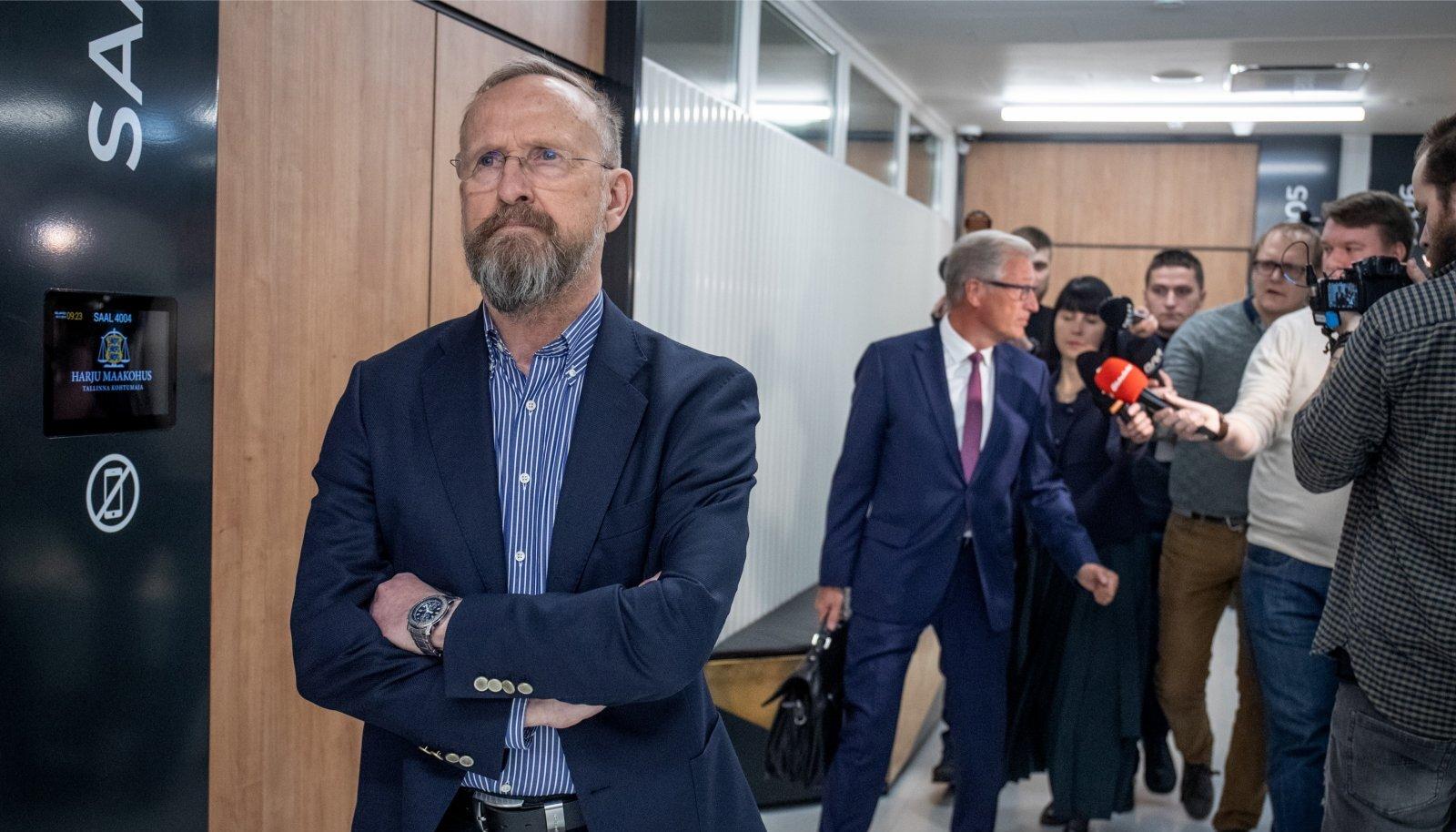 Mati Alaver otsustas vaikida ka pärast kohtuotsuse väljakuulutamist. Ajakirjanikele jagas selgitusi tema advokaat Aivar Pilv.