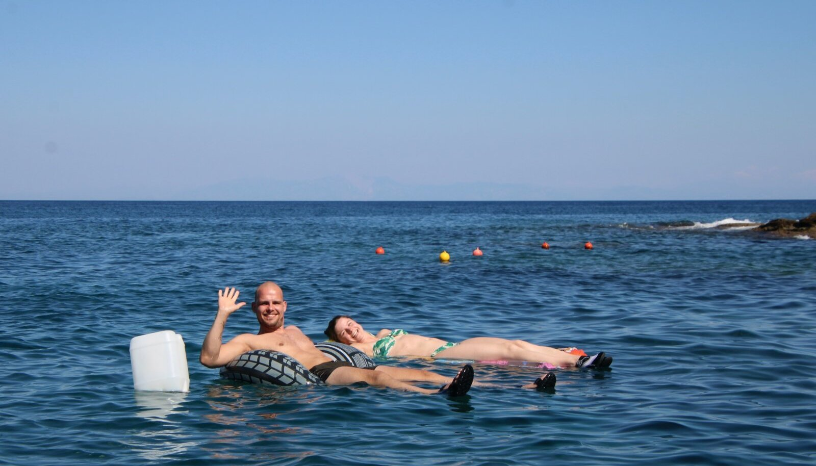 Mõnes lahesopis saab ka lainetest puhata ja niisama merel triivida