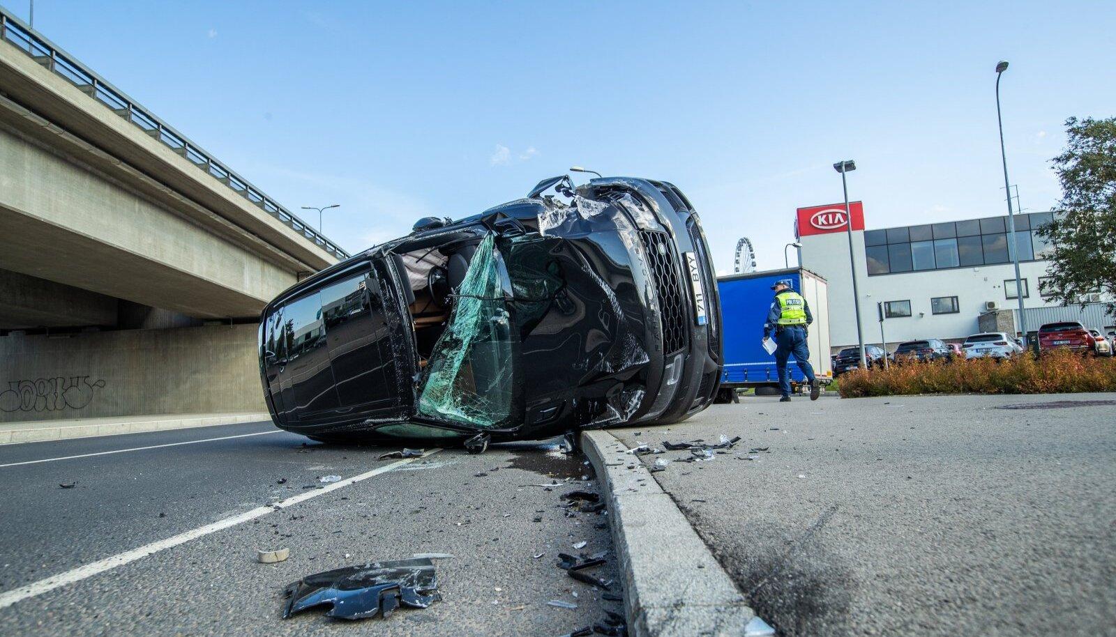 PUHAS ÕNN: Selles eelmisel suvel Tallinnas juhtunud liiklusõnnetuses pääsesid kõik liiklejad terve nahaga.