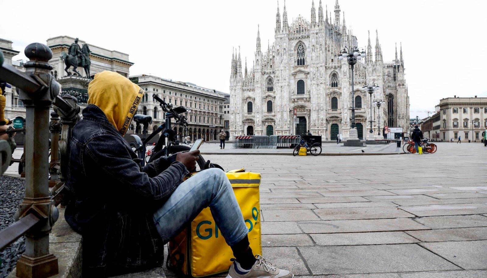12. MÄRTS 2020: Milano toomkirik on Itaalia suurlinna üks peamisi vaatamisväärsusi, kuid praegu valitseb selle esisel platsil peamiselt tühjus.