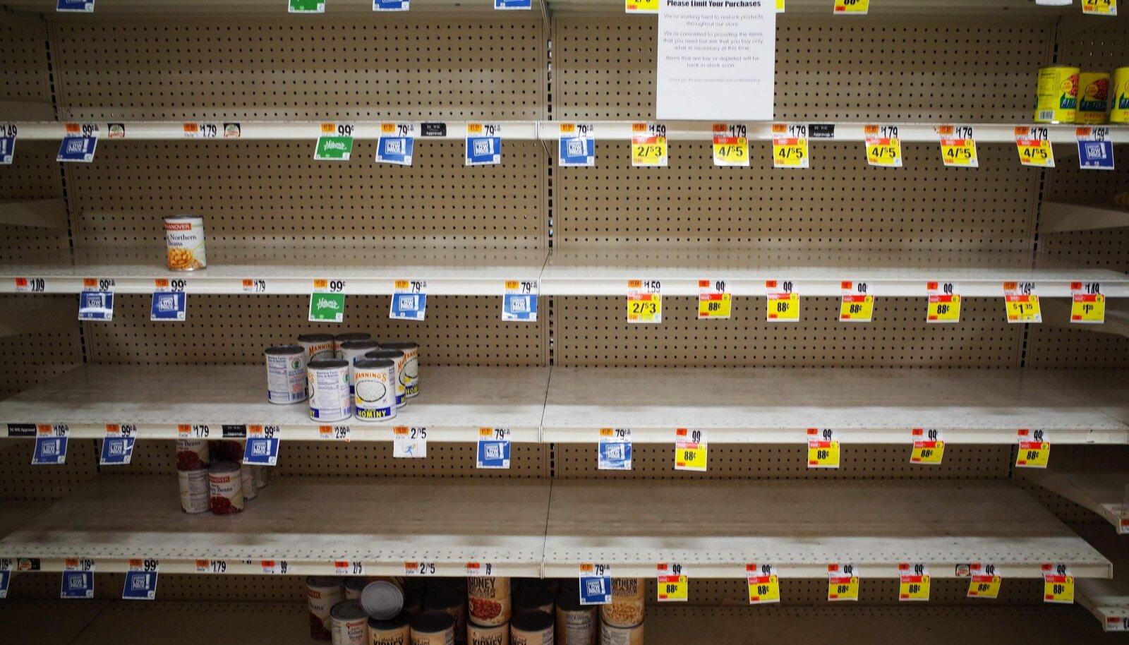 Peaaegu tühjad purgitoidu riiulid eile ühes Washington D.C. supermarketis