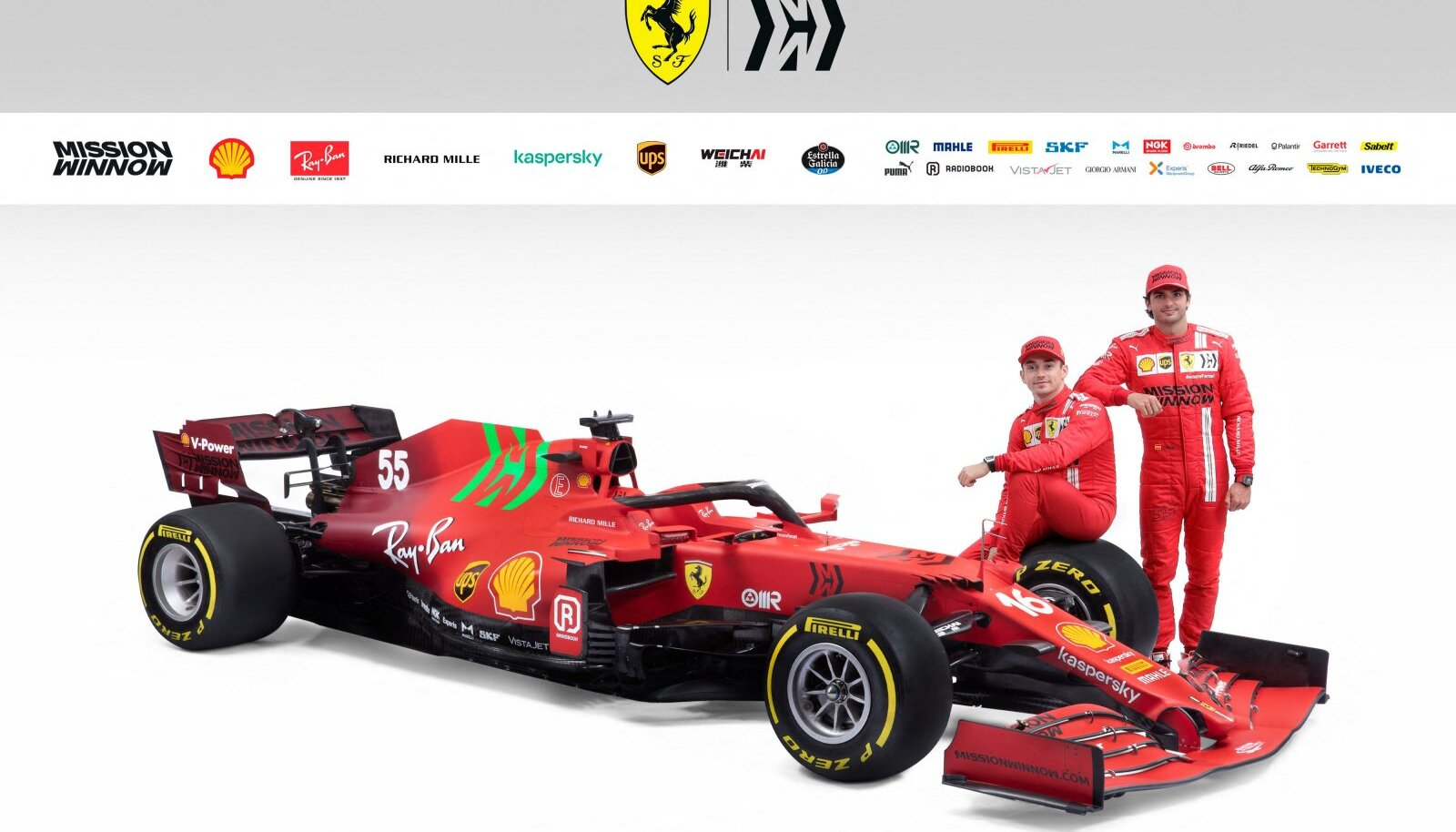 Ferrari F1 meeskonna tänavune auto ning põhisõitjad Charles Leclerc ja Carlos Sainz.