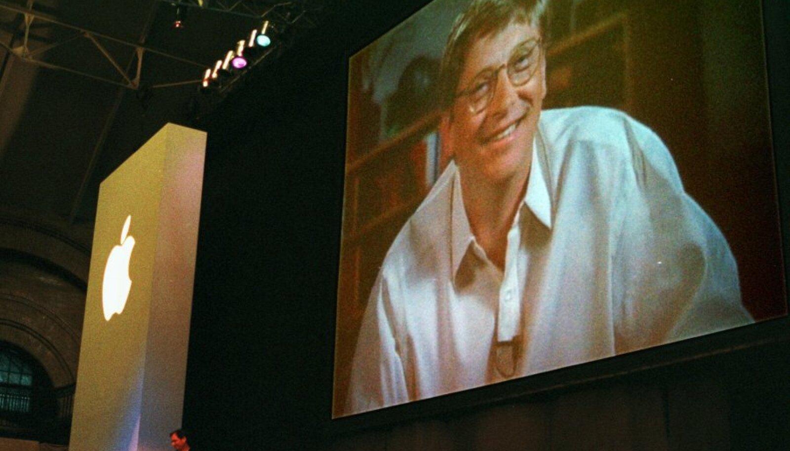 Bill Gates 1997. aasta suure teadaande ajal. All vasakul Steve Jobs.