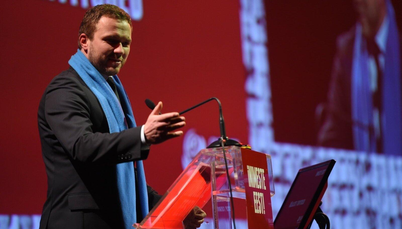 Margus Tsahkna meeldib ka teiste parteide liikmetele. Pildil esineb ta SDE üldkogul.