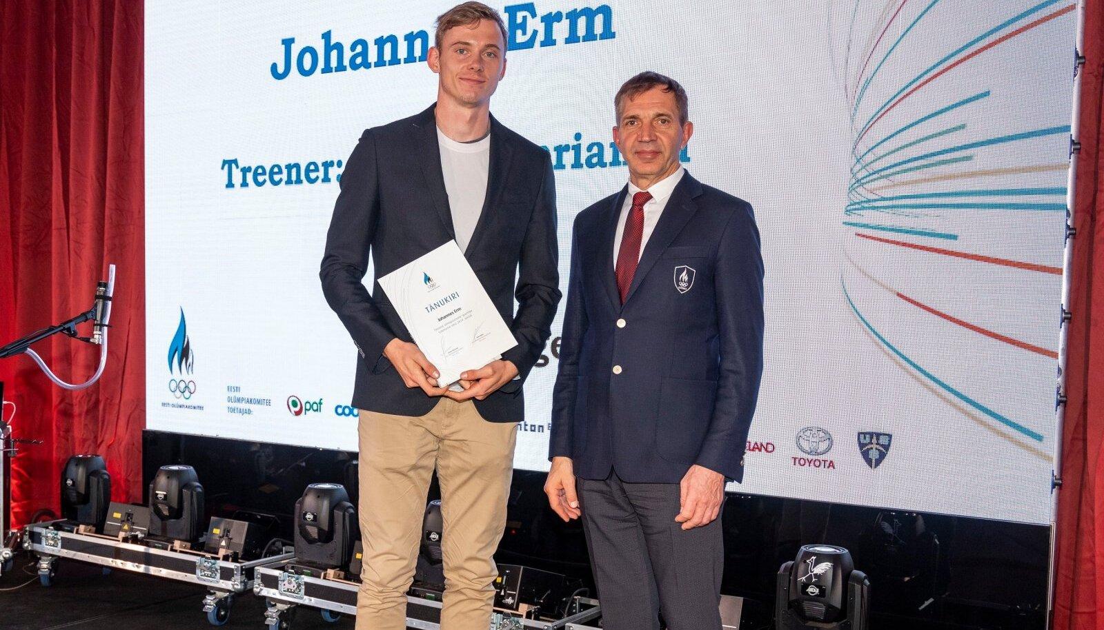 Johannes Erm ja EOK president Urmas Sõõrumaa.