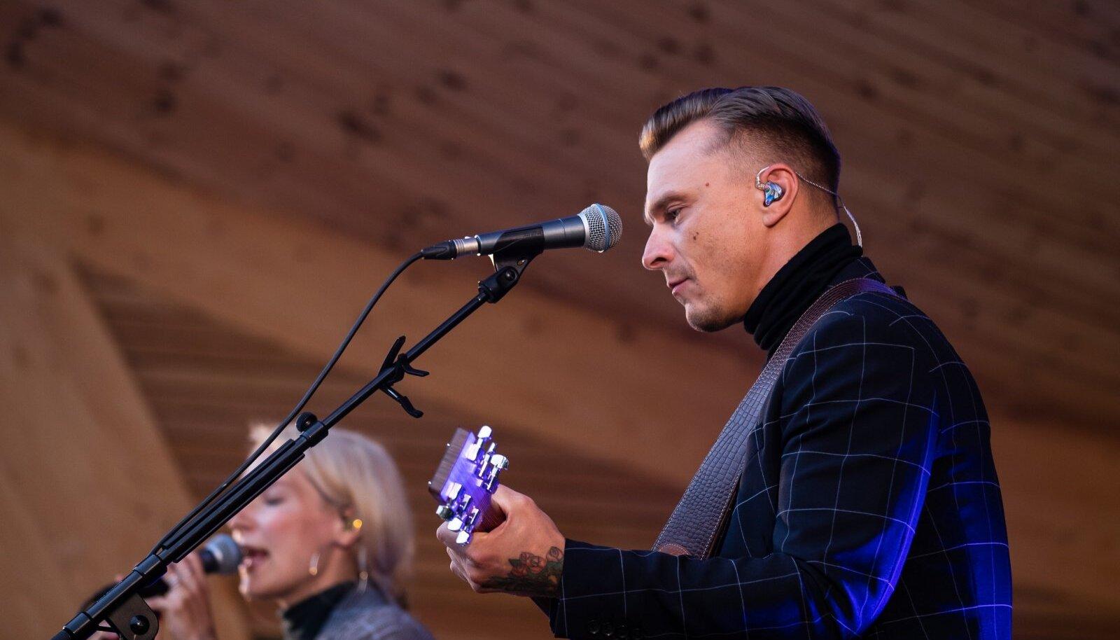 Laulasmaa, 04.08.2020. Tanel Padar ja Lenna Kuurmaa esinesid Kõltsu mõisas.