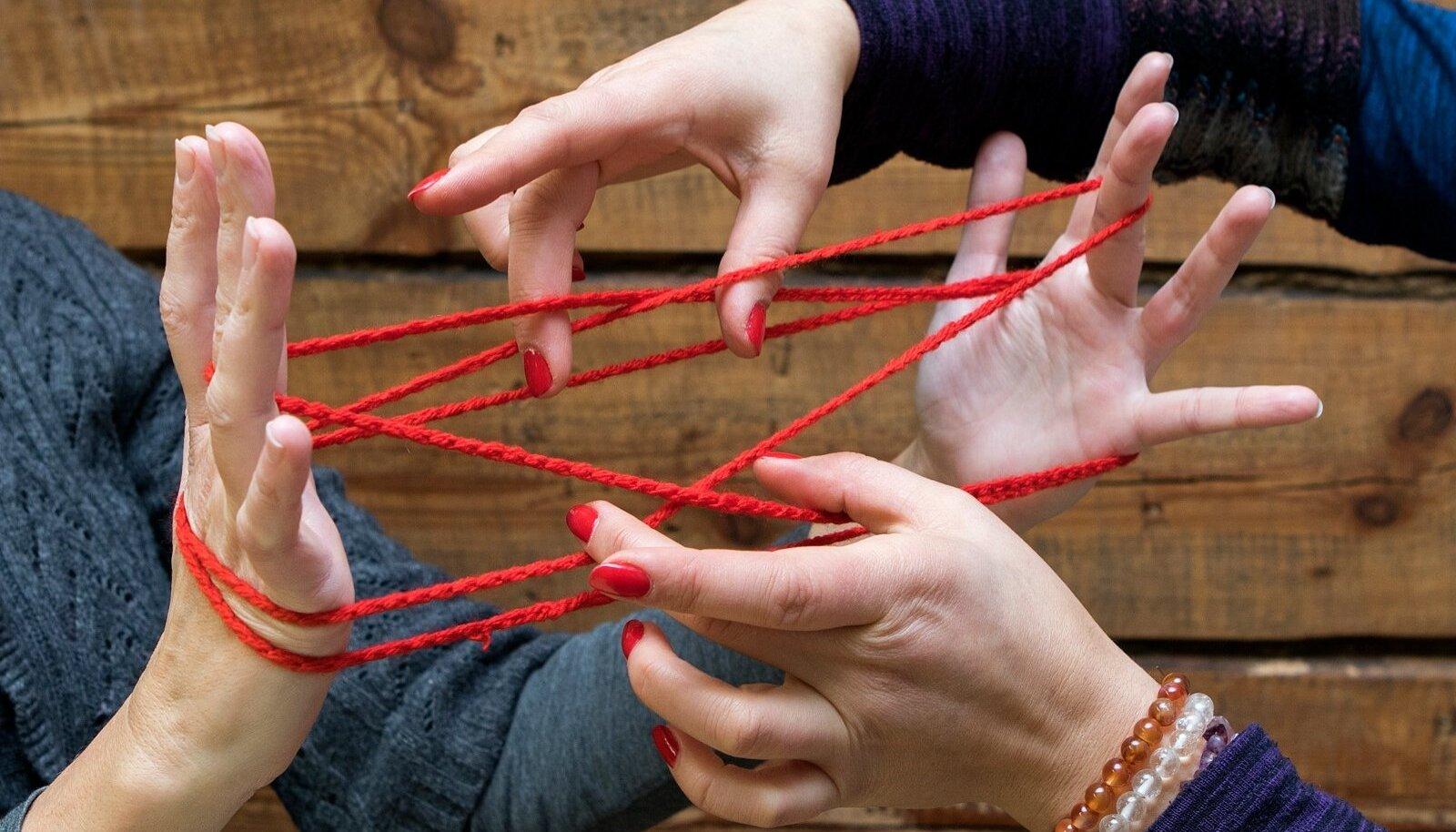 Kassikanga kudumine ehk mäng neljal käel arendab mõtlemist ja peenmotoorikat.
