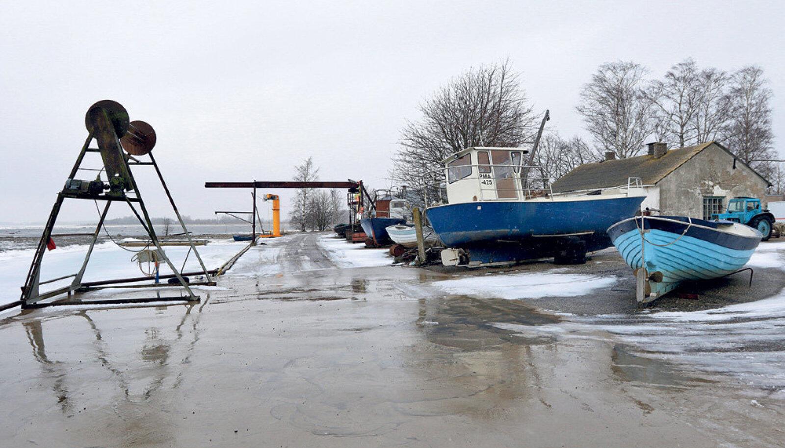 Räimepüügile spetsialiseerunud Võiste sadam on viimase kolme-nelja aasta jooksul saanud sadu tuhandeid eurosid abiraha, ainuüksi sadamakai betooni- ja rauatööd läksid maksma umbes 200 000 eurot.