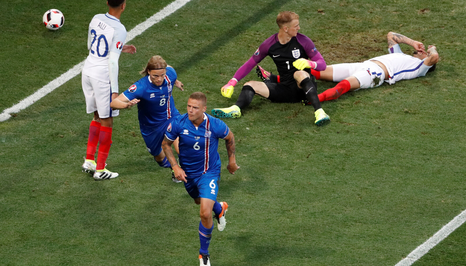 Ragnar Sigurdsson on just Inglismaale värava löönud