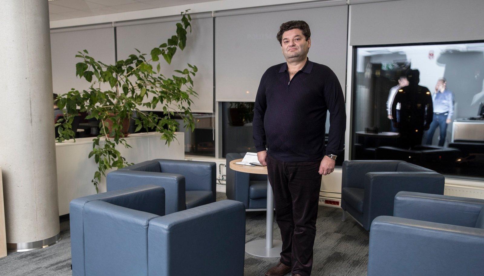 Versobanki suuromanik Vadõm Jermolajev tahab Versobanki uute juhtidega riskantsete mitteresidentidest klientideta kiiremini kasvama panna.