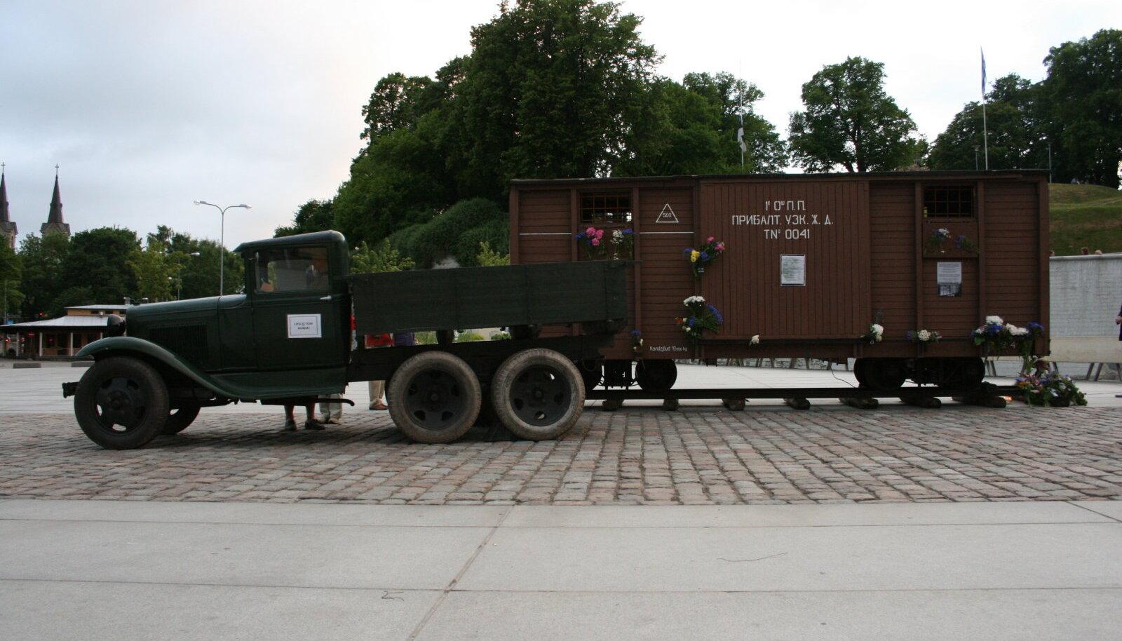 Sellise veoauto ja kaheteljelise vaguniga küüditati inimesi N. Liidu kaugematesse piirkondadesse (Foto: Wikimedia Commons / Kanakukk – Harald Kivinurm)