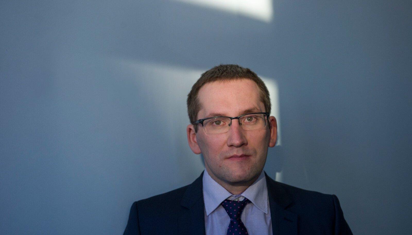 SALADUSED: riigiprokurör Taavi Pern otsustas Tederi, aga eriti Krachti tegevuse kohta kogutud tõendeid kaitsjate eest võimalikult palju varjata.