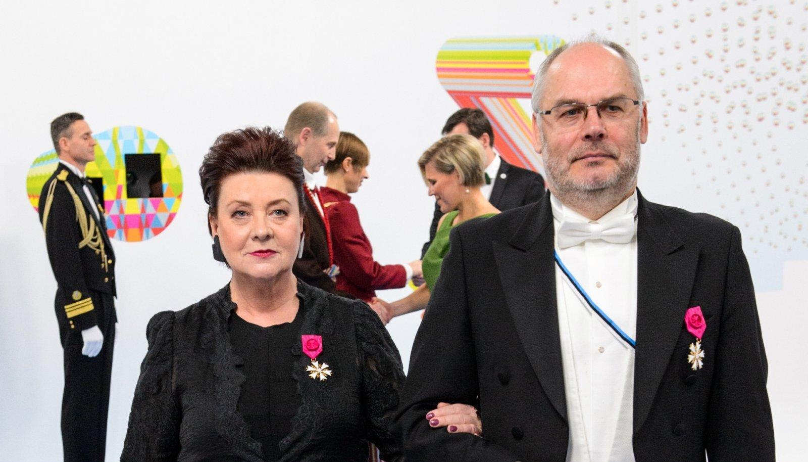 TULEVANE ESIPAAR Sirje ja Alar Karis presidendi vastuvõtul 2018. aastal. 11. oktoobril astub Alar Karis presidendi ametisse. Tema abikaasa Sirje on Tartu Linnamuuseumi direktor.