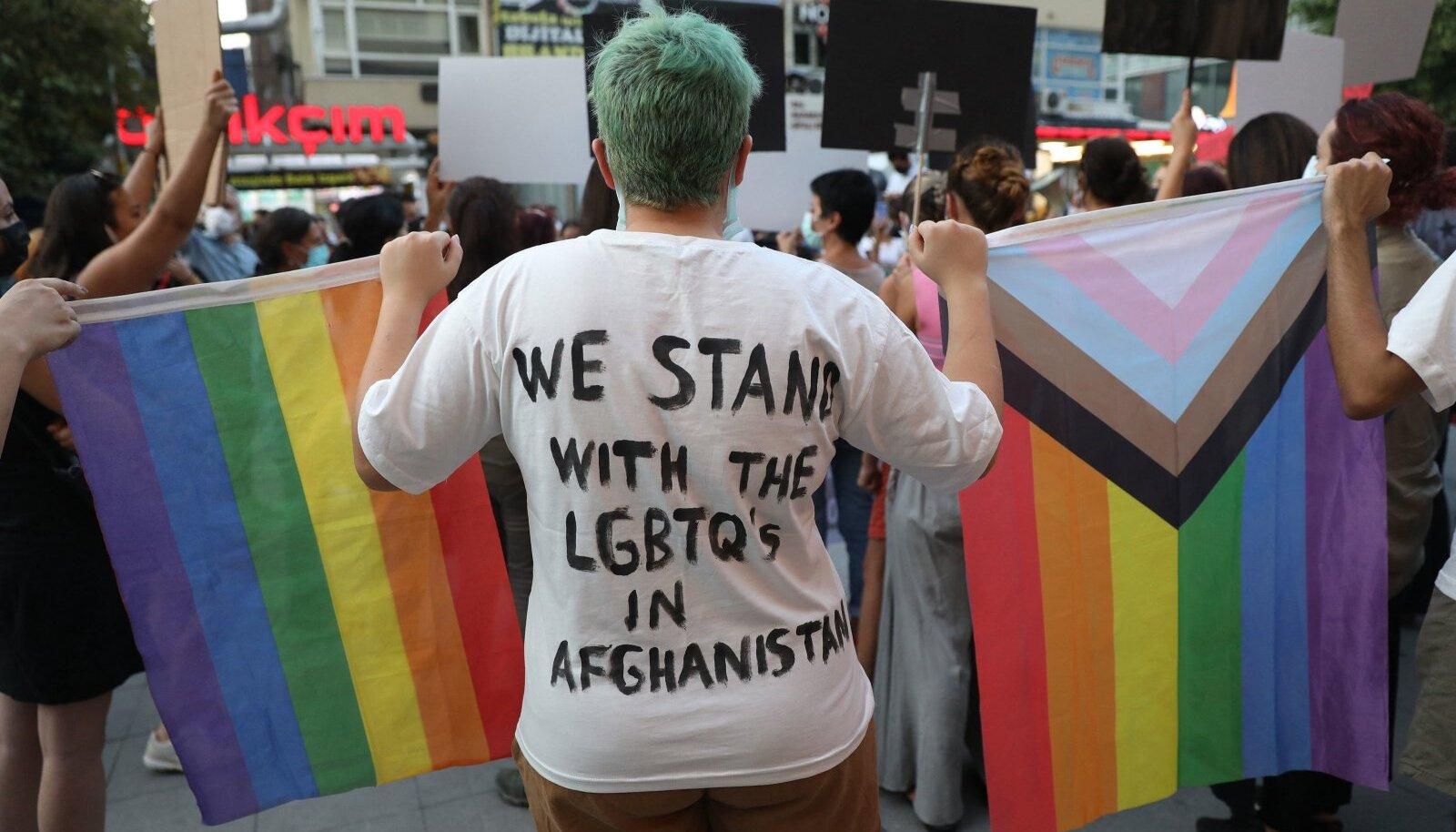 Afganistani LGBT+ kogukonna toetaja meeleavaldusel Türgis, Ankaras 25. augustil